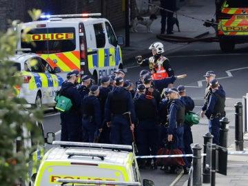 El despliegue policial tras la explosión en el metro de Londres