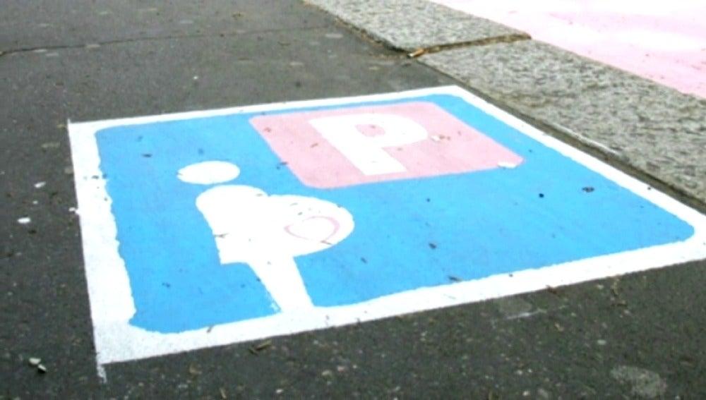 Municipio de Italia deja aparcar solo a embarazadas europeas y heterosexuales