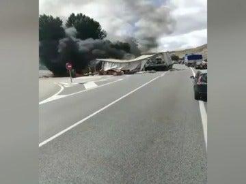 Choque de dos camiones en la  Nacional-1
