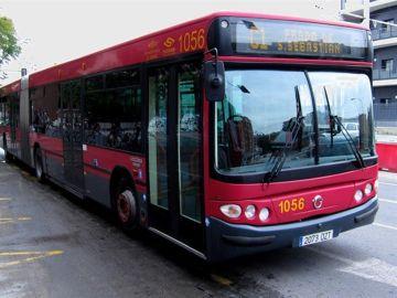 Uno de los autobuses que circulan por Sevilla