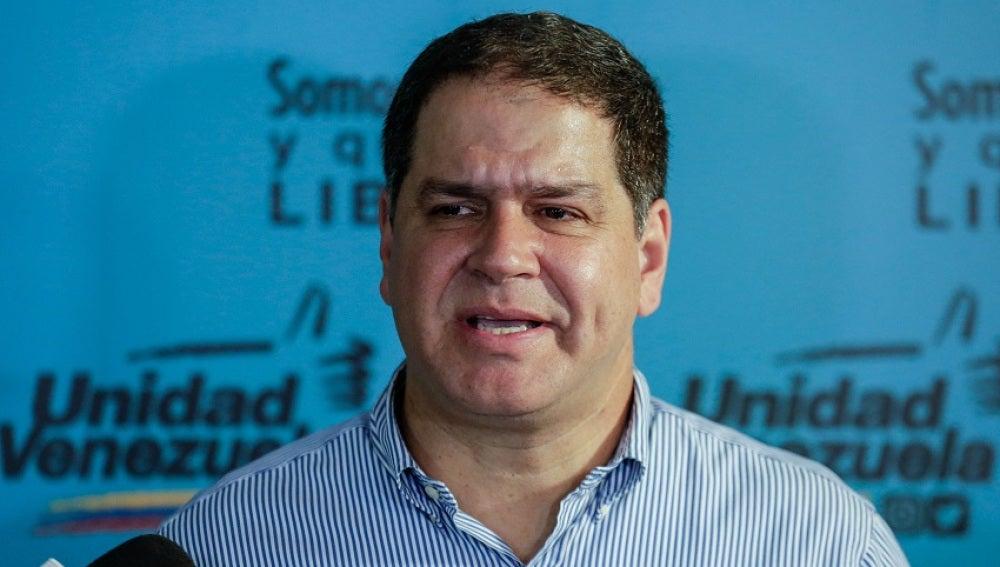 El diputado Luis Florido habla en una rueda de prensa en Caracas, Venezuela