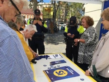 La Guardia Urbana incauta al PDeCat de Barcelona propaganda a favor del referéndum