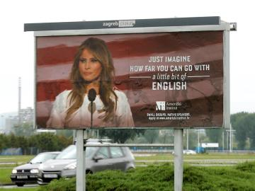 Cartel de Melania Trump como reclamo para aprender inglés