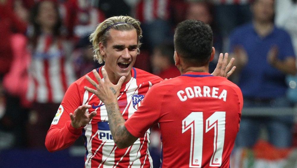 Griezmann y Correa celebran el gol del Atlético de Madrid