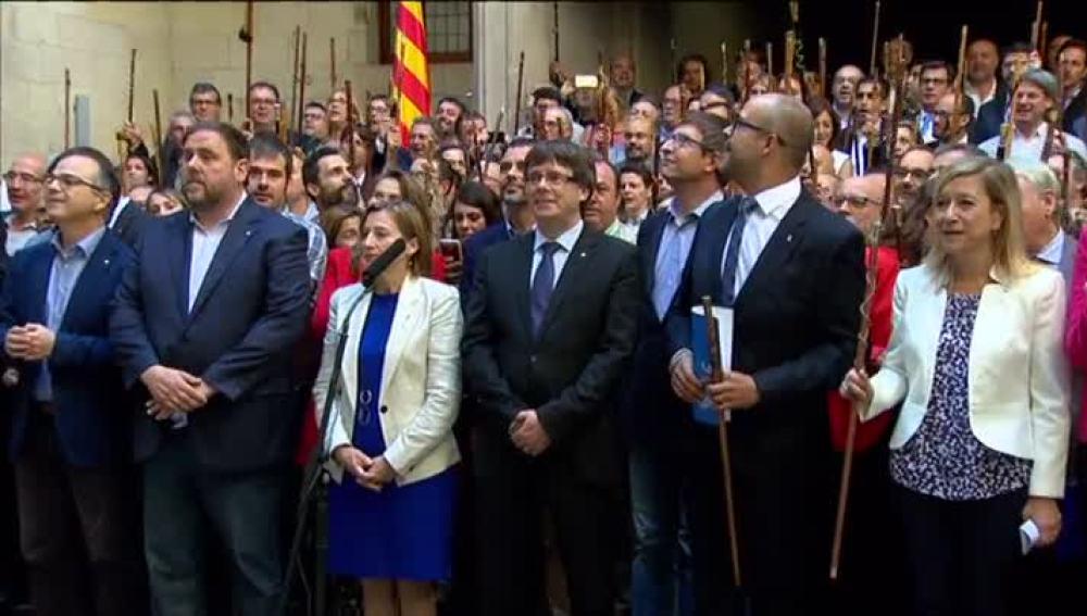 Los alcaldes catalanes apoyan a Puigdemont