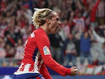 Antoine Griezmann celebra el primer gol de la historia en el Wanda Metropolitano