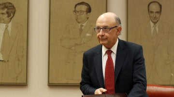 El ministro de Hacienda, Cristóbal Montoro, el martes a su llegada a su comparecencia en el Congreso