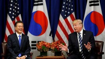 Donald Trump, presidente de los Estados Unidos junto al presidente surcoreano, Moon Jae-in