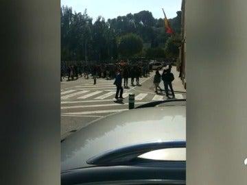Polémica 'excursión' de un colegio que ha llevado a los niños delante de la comisaría de Manresa