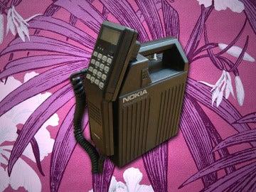 Los primeros y pesados teléfonos móviles de los 80
