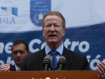 En la imagen, el secretario de Estado de Estados Unidos para Asuntos Narcóticos, William Brownfield