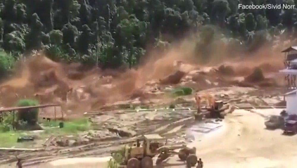 Intensas lluvias en Laos provocan el desbordamiento de una presa