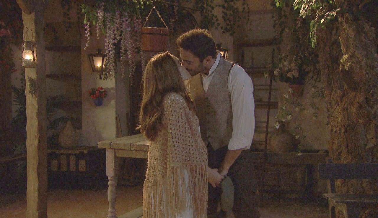 El romántico encuentro entre Julieta y  Saúl bajo las estrellas