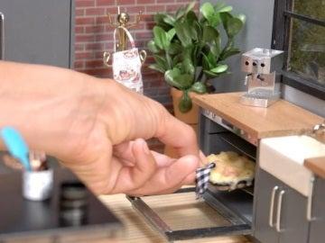 'Mac & Cheese' cocinados en una casita de muñecas