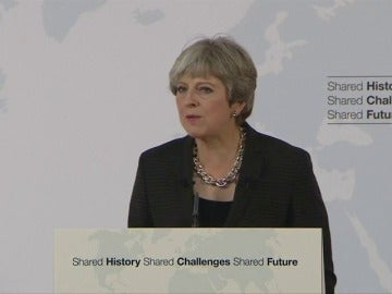 May dice que Reino Unido quiere un período de transición de dos años tras el brexit