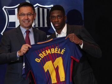 Bartomeu y Dembelé, en la presentación del francés como nuevo jugador del Barça