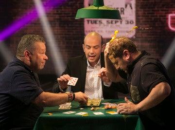 El Monaguillo y Alberto Chicote se enfrentan en la 'batalla de huevos' más divertida