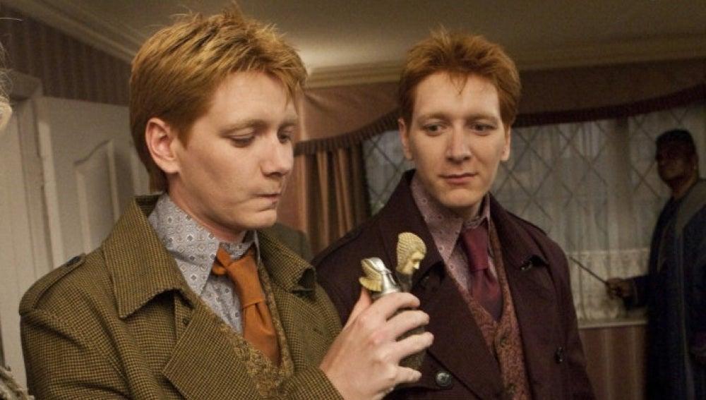 Fred y George Weasley tramando algo