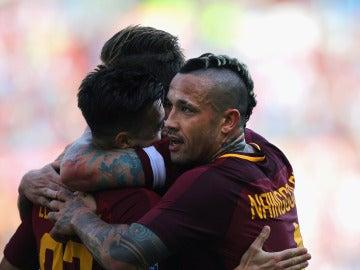 Los jugadores de la Roma celebran uno de los goles ante el Udinese