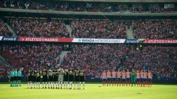 Atlético y Sevilla guardan un minuto de silencio