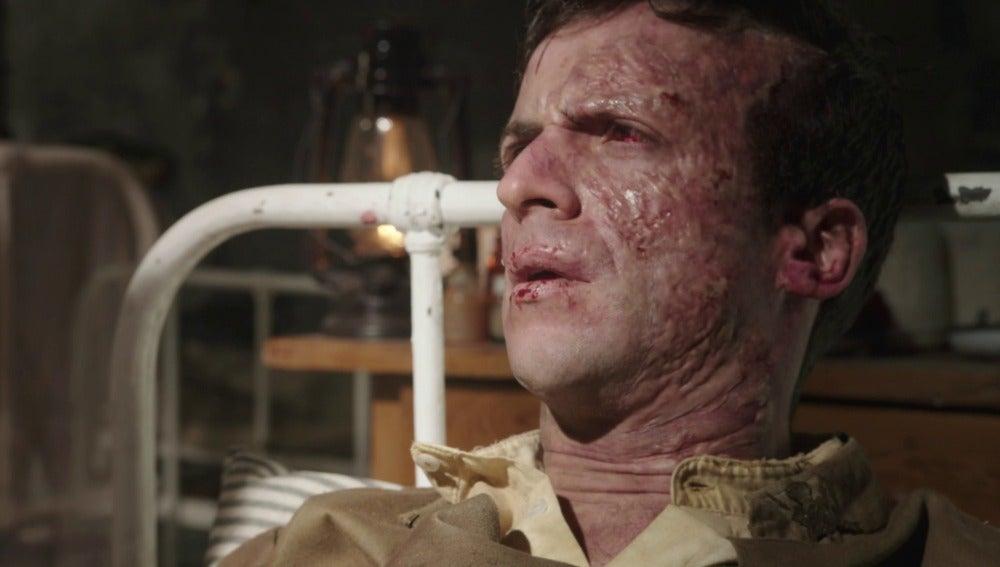 Julia confunde a Andrés con un militar herido