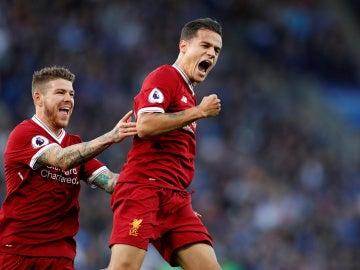 Coutinho celebra su golazo de falta ante el Leicester