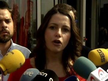 """Arrimadas ve a Colau como """"la mejor aliada"""" de Puigdemont hacia el 1-O"""