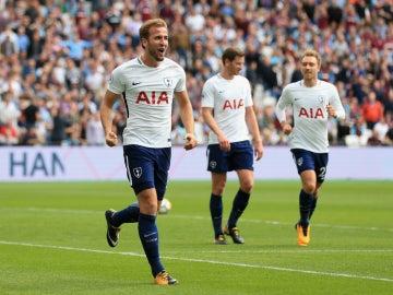 Kane celebra un gol con el Tottenham
