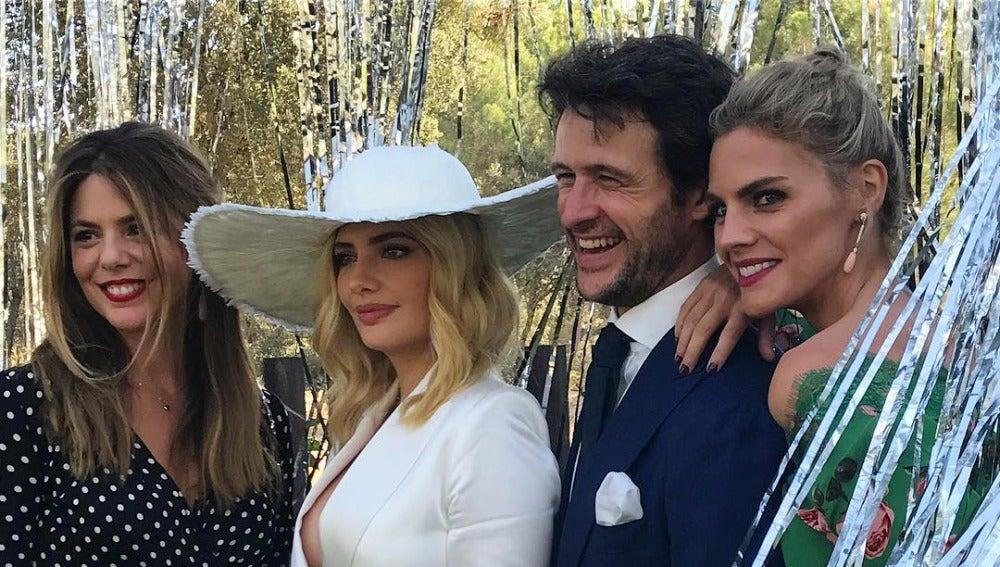 Miriam Giovanelli se casa acompañada de sus compañeros de 'Velvet'