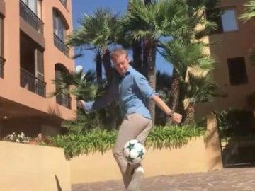Rosberg, con el balón en los pies