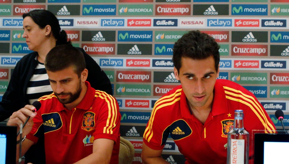 Piqué y Arbeloa, juntos durante una rueda de prensa de la Selección