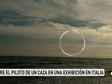Un piloro fallece al caer con su caza en el mar durante una exhibición en Italia