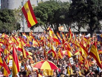 Manifestación con banderas de España