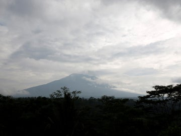 volcán Agung en la isla indonesia de Bali