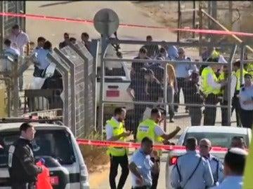 Tres israelíes mueren por disparos de un palestino en Jerusalén