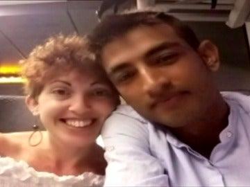 Una cooperante se enamora de un refugiado y le ayuda a llegar a España burlando las fronteras