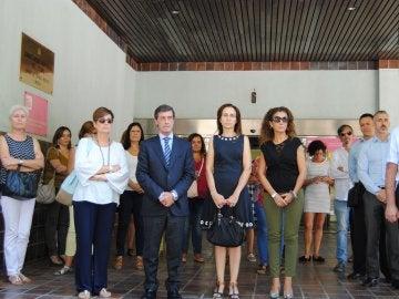 Minuto de silencio en la Delegación del Gobierno en Mucia por el crimen machista de Cartagena