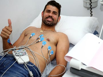 Diego Costa pasa el reconocimiento médico con el Atlético