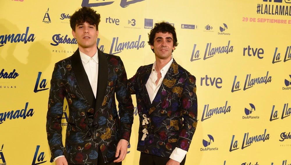 Javier Calvo y Javier Ambrossi durante el estreno de 'La Llamada'