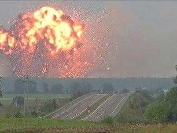 24.000 personas evacuadas por la explosión de un depósito militar en Ucrania