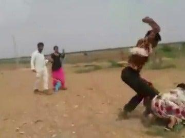 Paliza a una mujer que evitaba que se llevaran a su hija para casarse en India