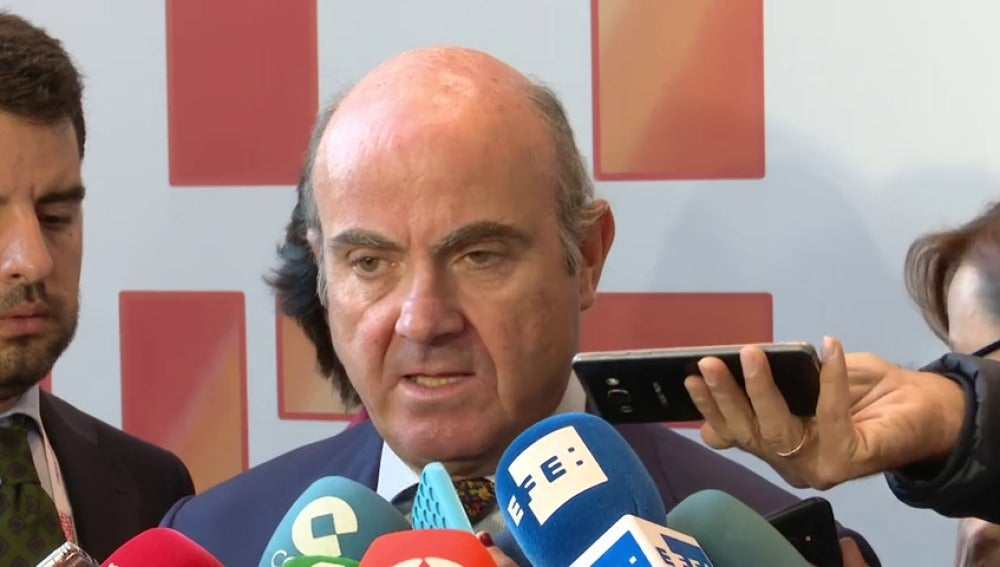 """De Guindos afirma que las empresas y los clientes de bancos catalanes """"no tienen nada que temer"""""""