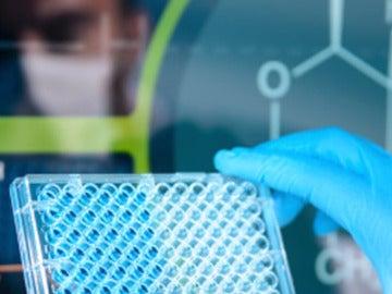 Una persona en un laboratorio