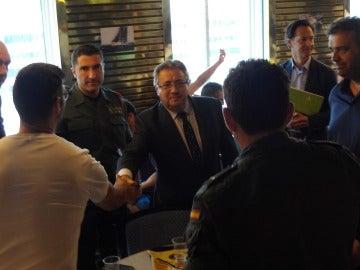 Zoido se reúne con los policías en barcelona