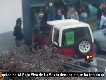 Huelguistas bloquean un supermercado