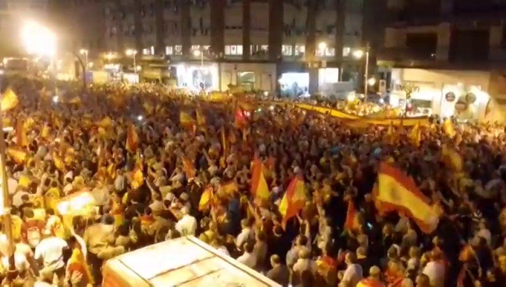 """Una gran manifestación en Zaragoza pide """"prisión"""" para Puigdemont"""