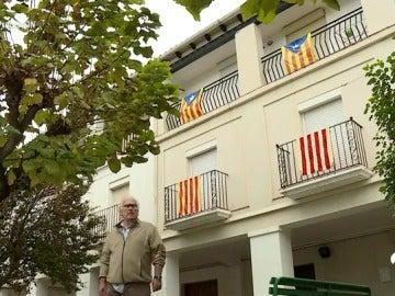 El referéndum del 1-O visto por vecinos con ideas contrarias: a favor y en contra de la independencia de Cataluña