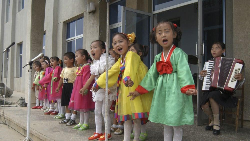 Niñas en Corea del Norte