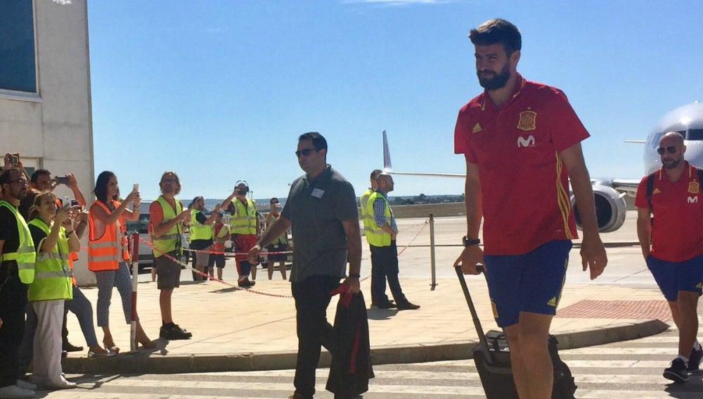 Gerard Piqué llega a Alicante con la selección española