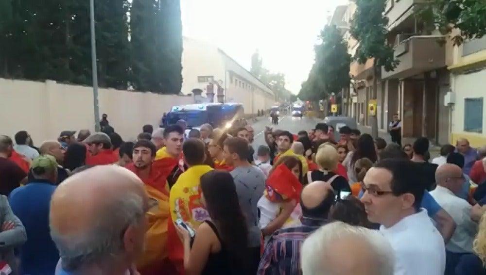 Centerares de personas se han manifestado en Sant Boi a favor de la unidad de España